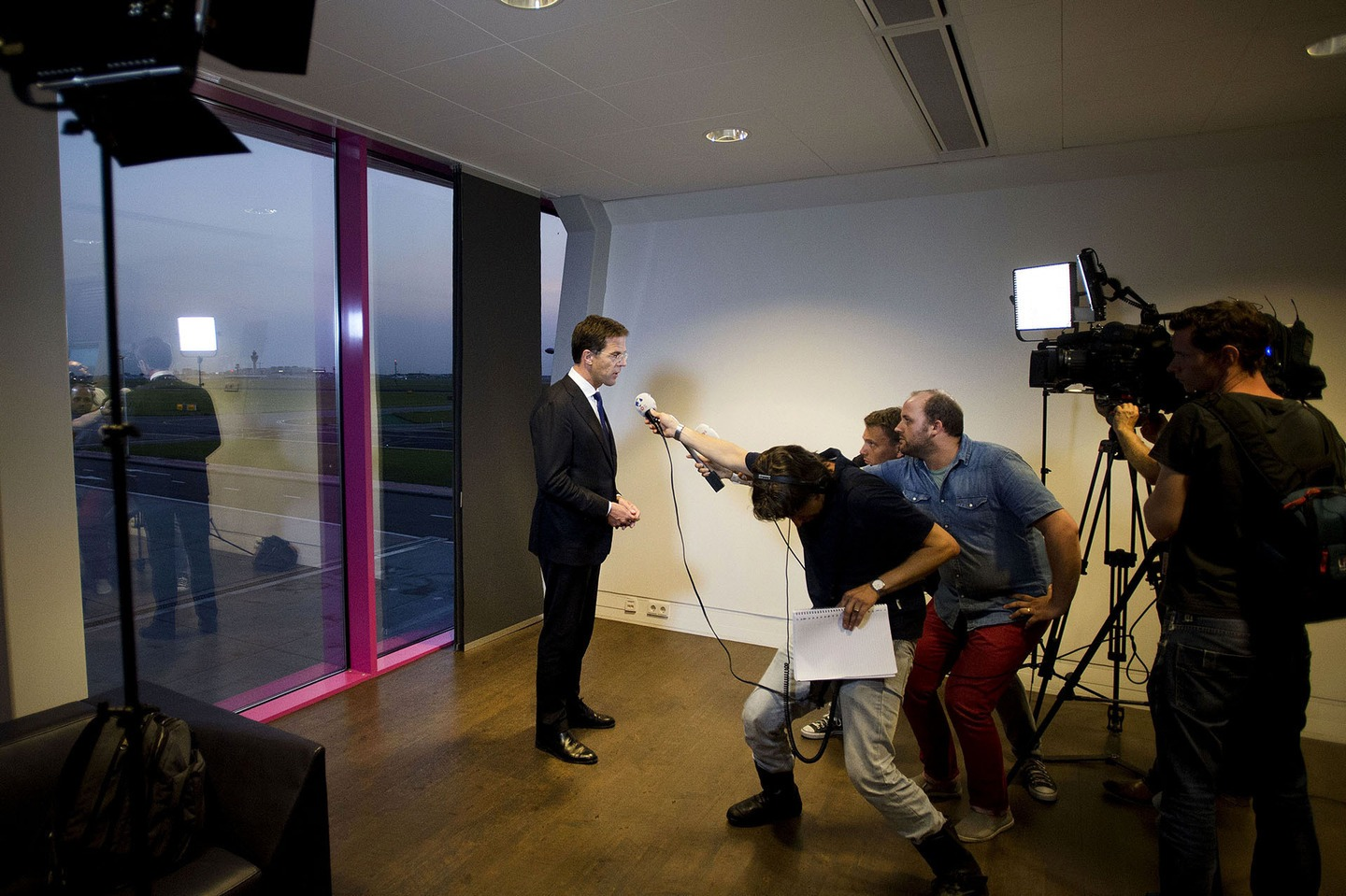 Dutch Prime Minister Mark Rutte gives a short statement to the press at Schiphol Airport near Amsterdam on July 17, 2014 regarding the Malaysia Airlines plane traveling from Amsterdam to Kuala Lumpur that crashed in the Ukraine.