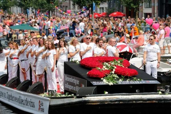 Members of the Aids Fonds organisation pay tribute to the victims of Malaysia Airlines flight MH17 at the start of the Canal Parade of Gay Pride in Amsterdam on August 2, 2014