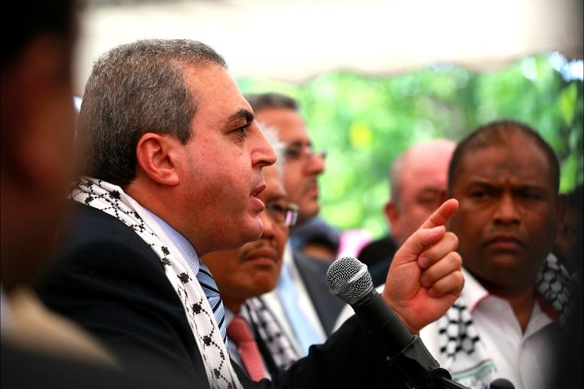 """Adalah lebih baik jika orang ramai pergi dan membantah pentadbiran AS serta memberi tekanan kepada mereka untuk menghentikan pembiayaan mereka senjata canggih kepada Israel,"" kata Dr Anwar Al-Agha."