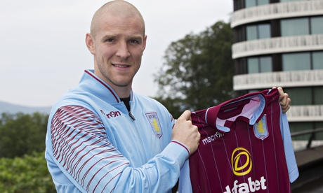 Phillipe Senderos is a former Arsenal player.