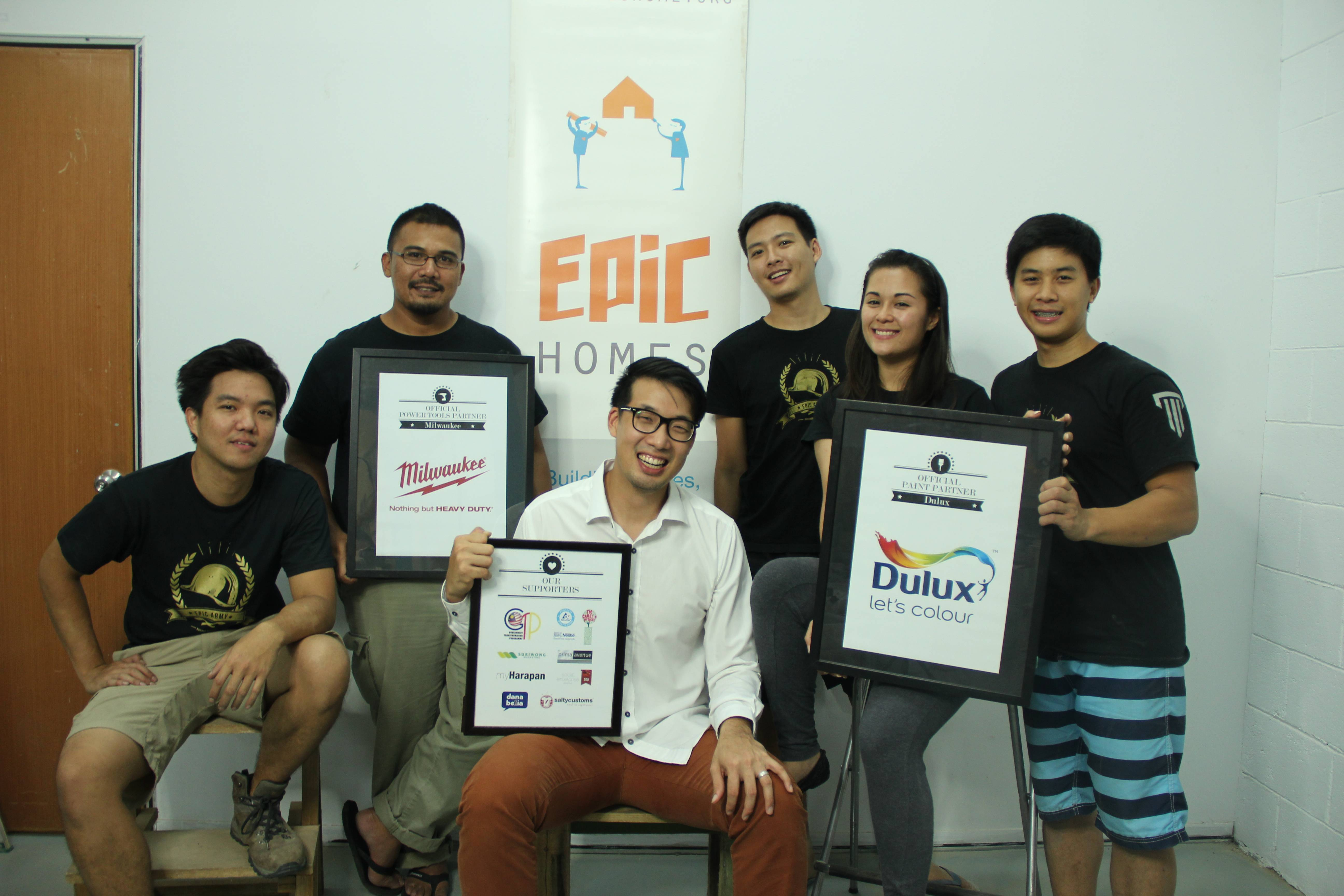 John-Son Oei (in white) with his team at EPIC Homes.