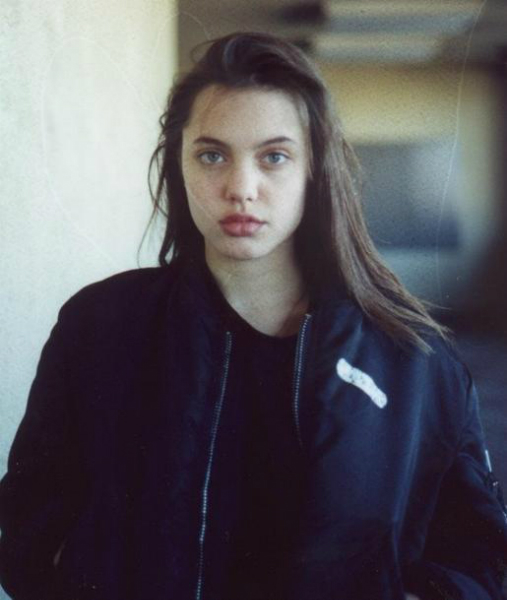 She began modelling in her early teens, usually wearing dark clothes. She would later attend New York University.
