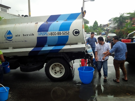 Tankers will be mobilised to affected areas in the Klang Valley and Shah Alam following the closure of three water treatment plants.