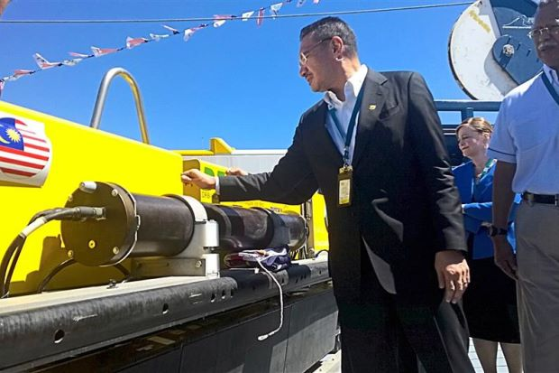 Hishammuddin (left) inspecting the ProSAS towed side scan sonar during the launch of Malaysia contracted vessel, Go Pheonix, at Freemantle Port