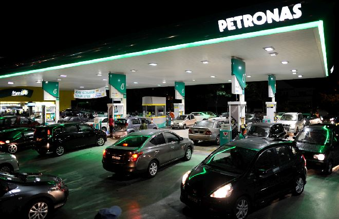 Petrol Subsidy To Apply For Malaysians Earning RM10,000 And Below Only In 2015