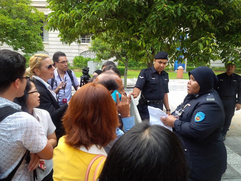 Reporters trying to negotiate with police personnel at the Palace of Justice in Putrajaya after being denied entry into the courthouse to cover Datuk Seri Anwar Ibrahim's sodomy appeal.