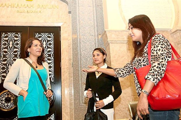 Nisha (far right) speaking to two supporters at the Palace of Justice in Putrajaya.