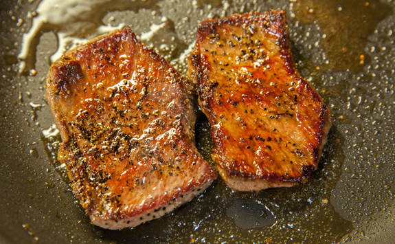 Season the sirloin steak with the Korean Spicy Braised Beef seasoning powder and sear it on high heat for 2 minutes each side. Remove. Let it rest for 5 minutes. Slice it thin.