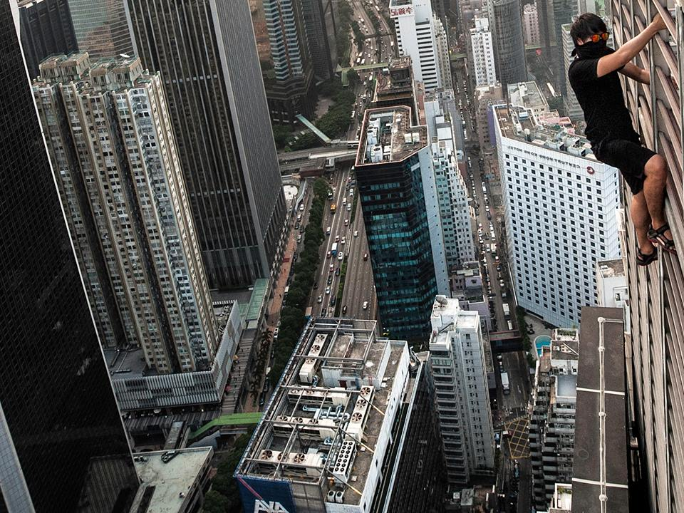 Keow climbing a high-rise building in Hong Kong earlier in October this year.