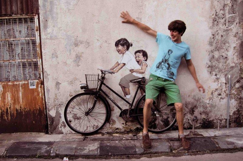 Lukisan mural Ernest Zacharevic di Pulau Pinang.
