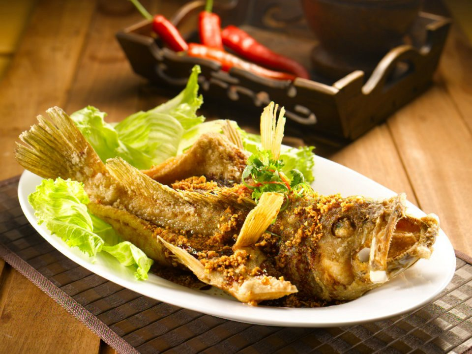 Deep Fried Fish in Soya Sauce & Garlic Oil.
