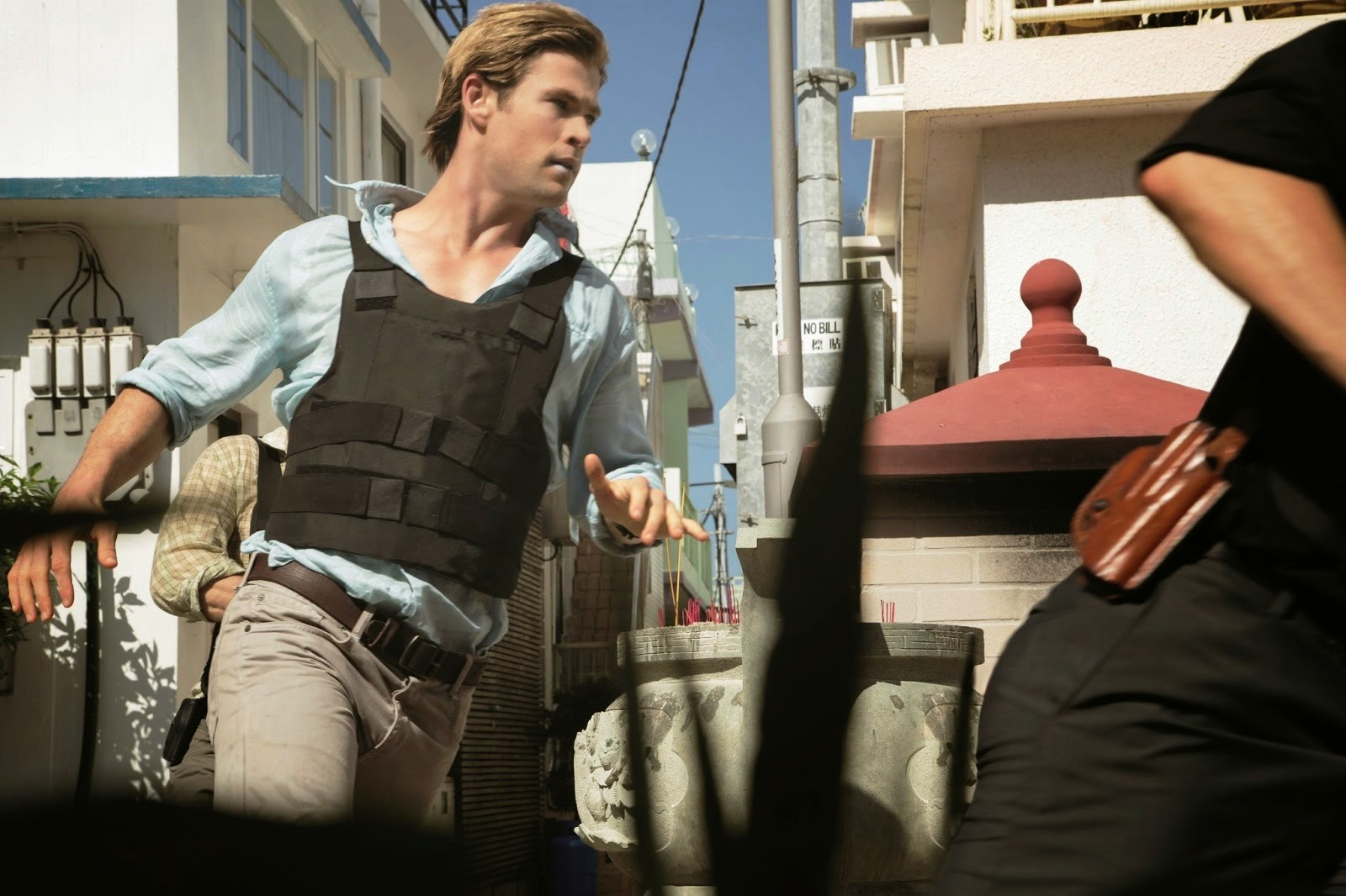 'Blackhat' star Chris Hemsworth runs along the streets of Kuala Lumpur.