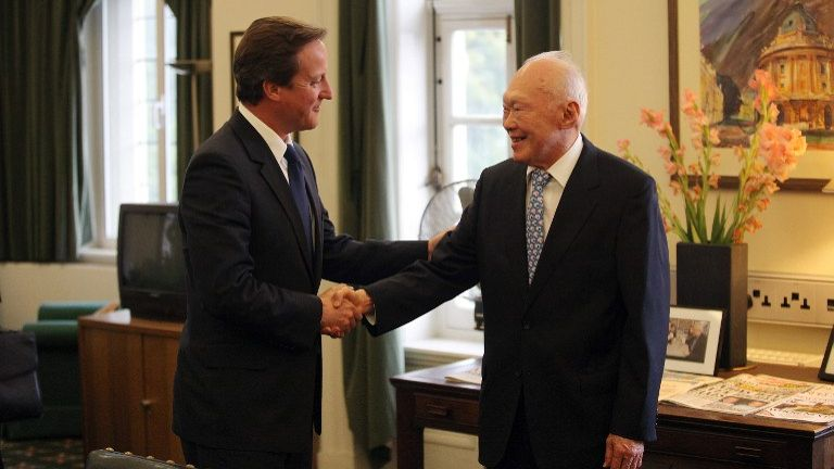 From left: British Prime Minister David Cameron (left) shakes hands with Mr Lee Kuan Yew (right), 15 Sep, 2009.
