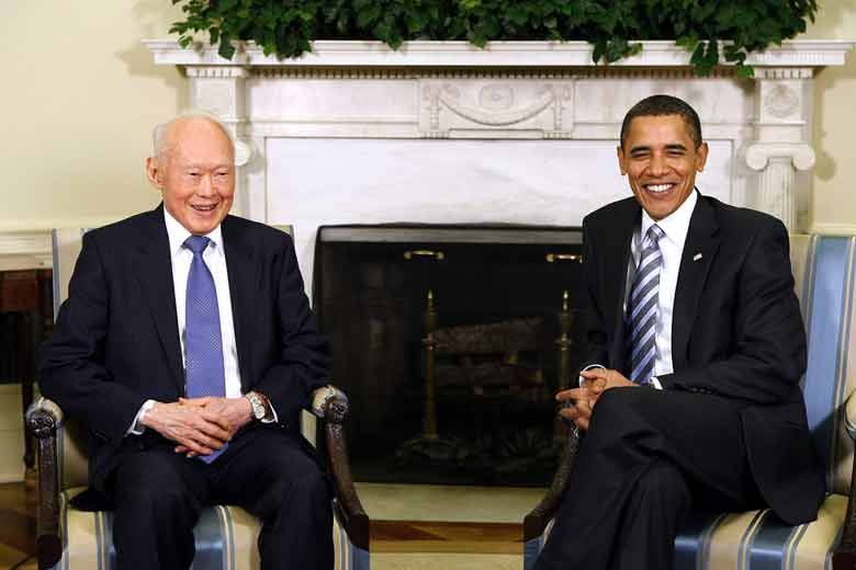 Singapore's then-Minister Mentor Lee Kuan Yew (left) meets with U.S. President Barack Obama in the Oval Office of the White House, Washington, 29 Oct 2009.