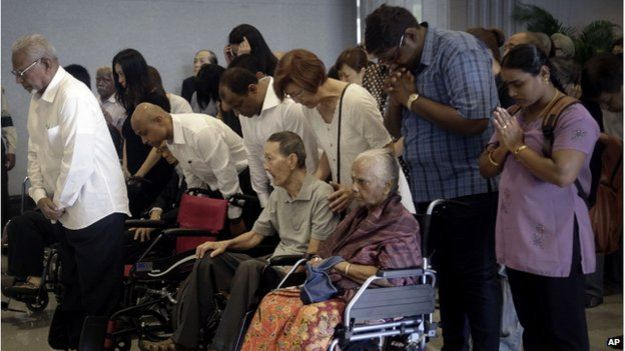 Many grieved and offered prayers at Mr Lee's Singapore flag-draped coffin in Parliament House.