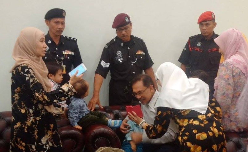 Anwar Ibrahim and his family at the The High Court to hear an application by Datuk Seri Anwar Ibrahim for leave to challenge the decision of the Commissioner-General of Prisons to bar him from attending the Dewan Rakyat session, 24  March, Kuala Lumpur.