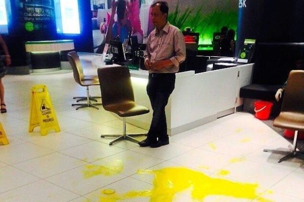 Yellow paint splashed on the floor of the Maxis Centre in Jalan Ampang after two men were denied 'VIP numbers'.
