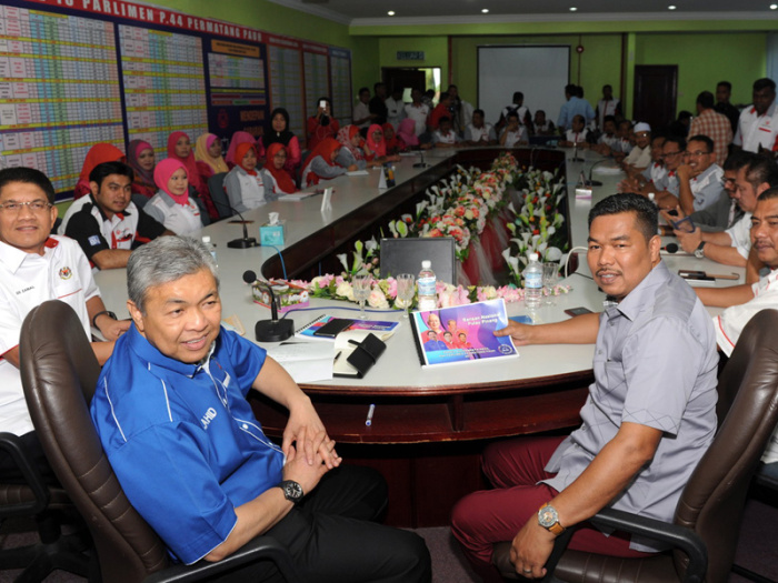 Barisan's election director for Permatang Pauh Datuk Seri Dr Ahmad Zahid Hamidi (front) will make the announcement.