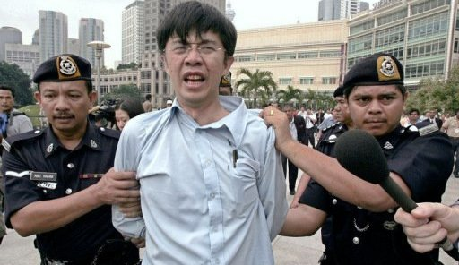 Tian Chua, leader of the opposition People's Justice Party, is arrested by Malaysian policemen under the Sedition Act on December 14, 2005. (Picture for illustration purposes)