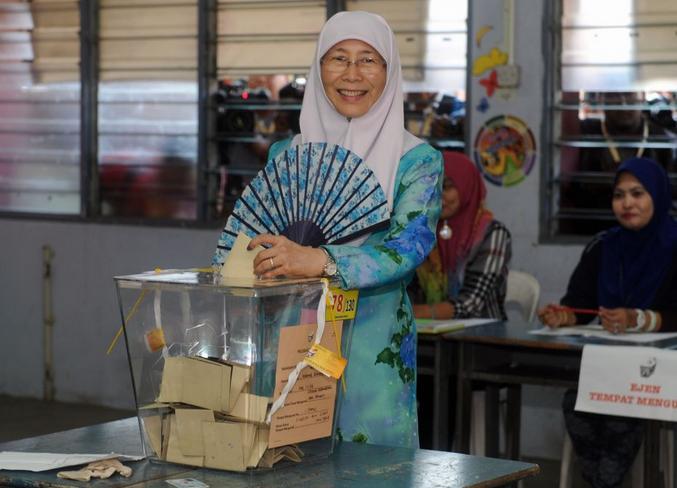 Datuk Seri Dr Wan Azizah Wan Ismail casting her vote.