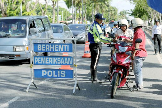 Traffic police conducting a road block during Ops Warta in Alor Setar, Kedah.