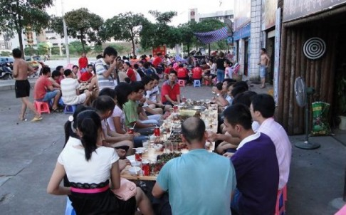 People gather at the dog meat festival in Yulin, Guangxi.