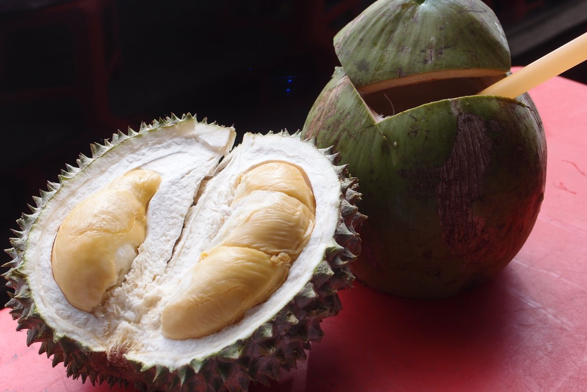 Image from http://robertchaen.com/2014/08/31/types-of-malaysian-durians-tastes-and-pricing/
