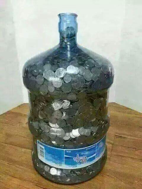 how many 2 coins fit in a money tin