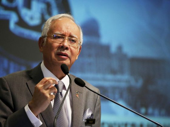 Malaysia's Prime Minister Najib Razak speaks at a presentation for government interns at the Prime Minster's office in Putrajaya, Malaysia, 8 July 2015