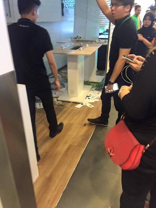 A photo circulating on Twitter showing the damaged phone shop.
