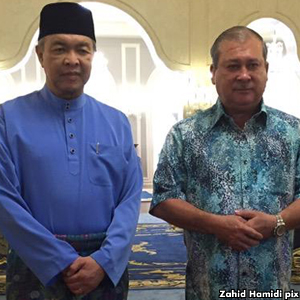 Zahid with the Sultan.