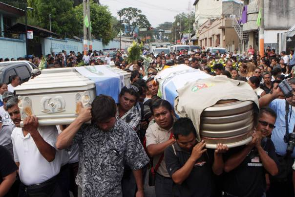 People carrying the coffins of Danilo Lopez and Frederico Salazar