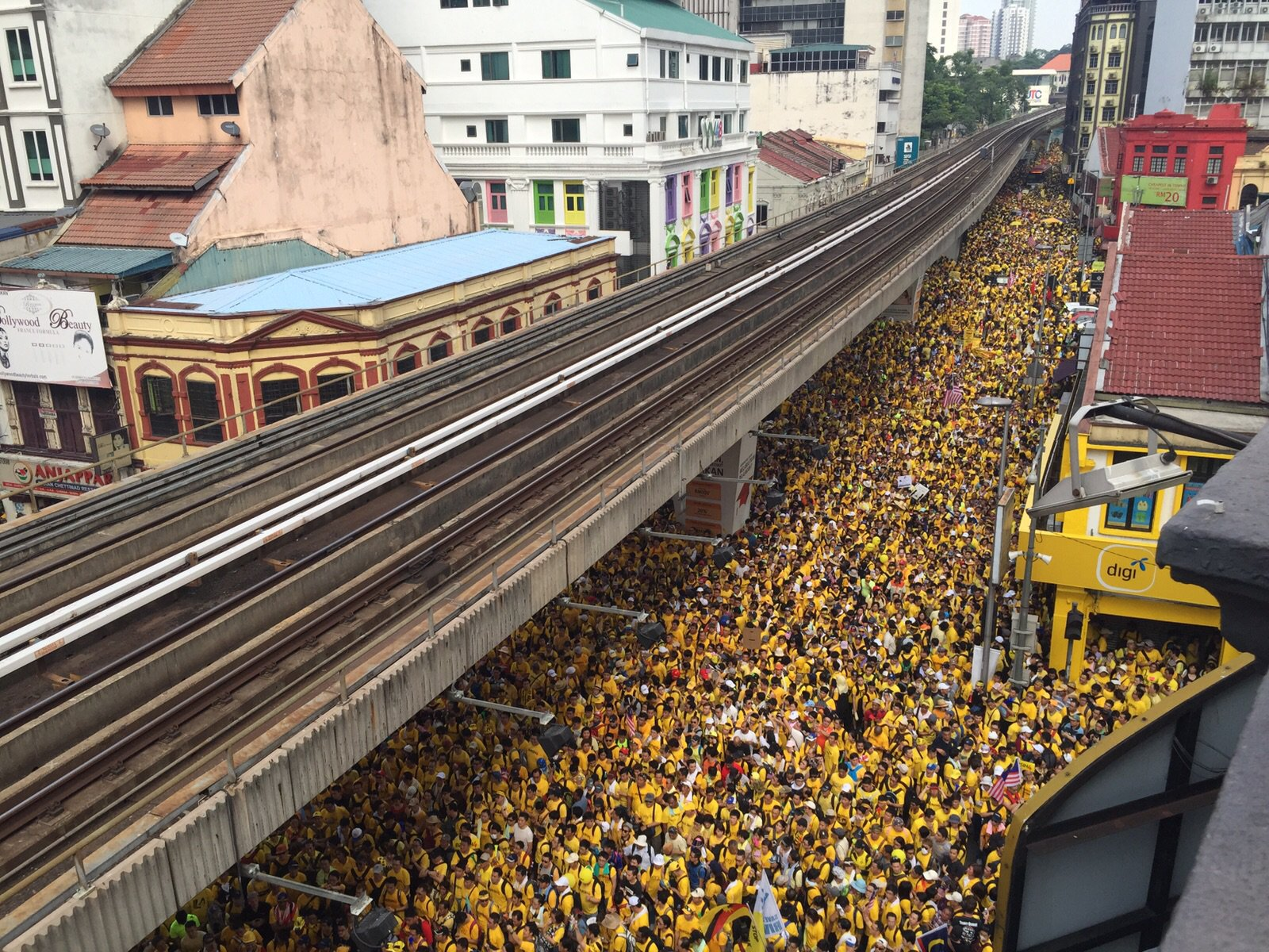 A sea of yellow near Jalan Tun Perak on the first day of Bersih 4