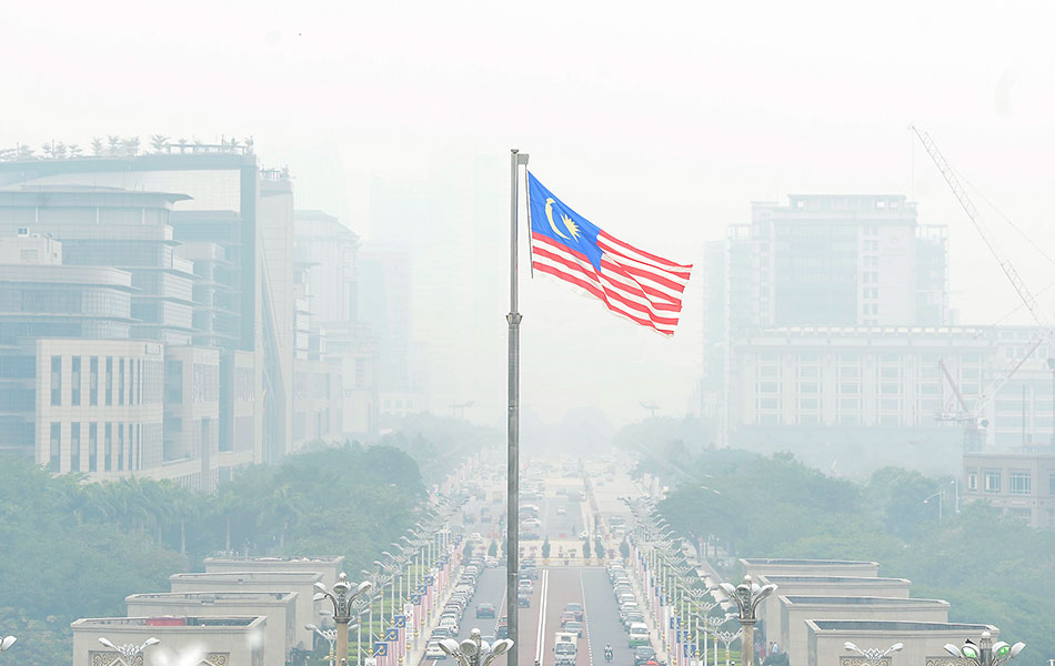 The government offices in Putrajaya were covered in haze with a moderate Air Pollution Index (API) reading of 88 on September 2, 2015
