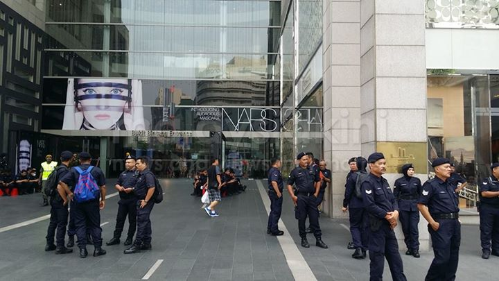 Police officers gathered at Pavilion's entrance