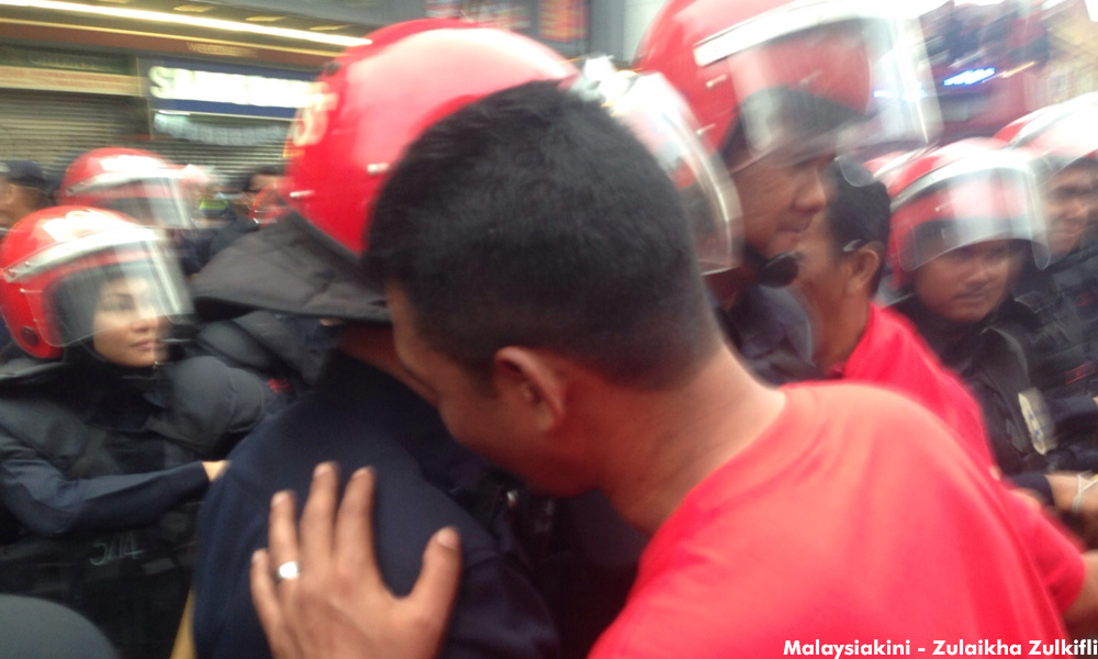 Negotiations underway at the Petaling Street scuffle