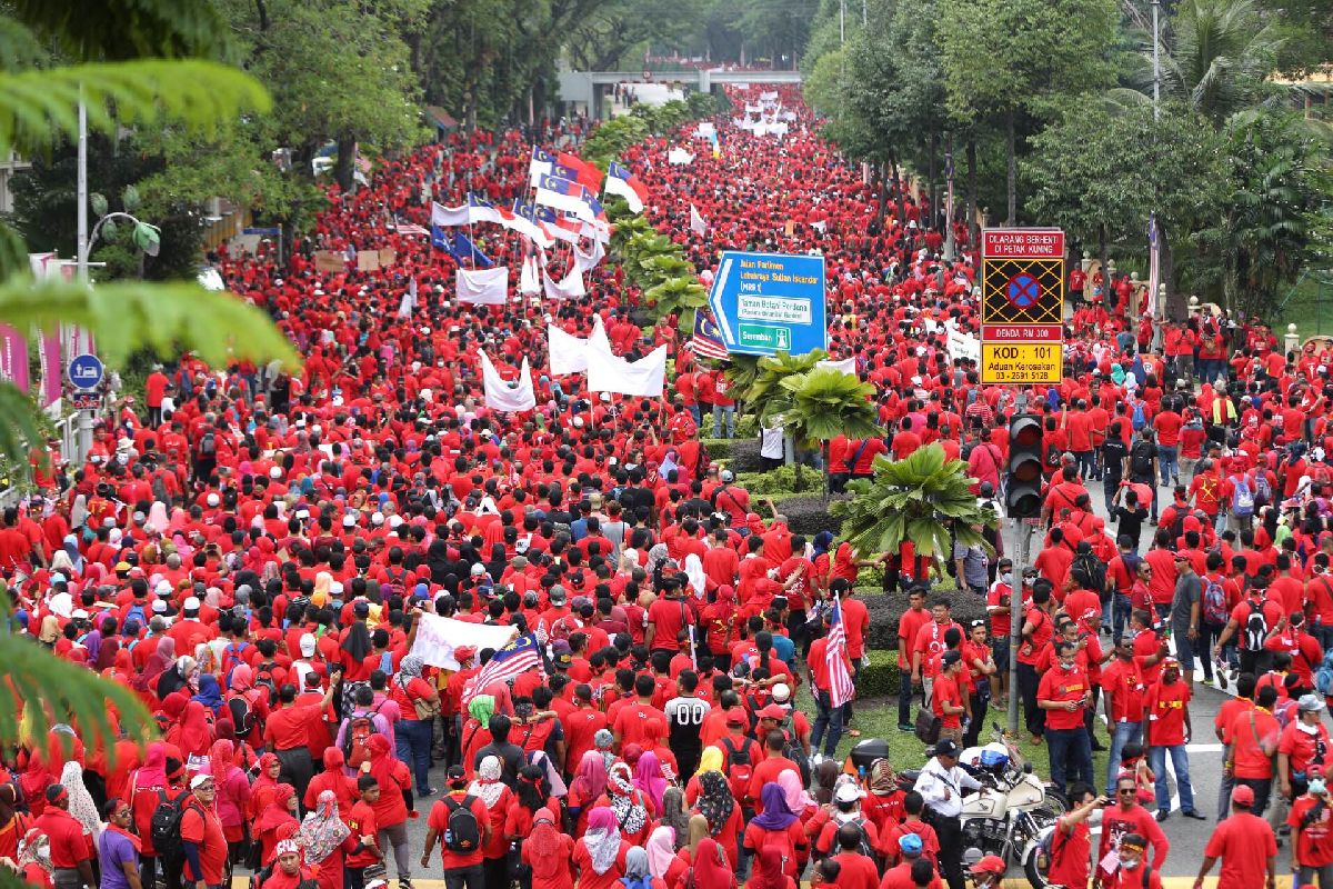 Himpunan Rakyat Bersatu or better known as the 'red shirt' rally was held yesterday, which coincided with Malaysia Day.