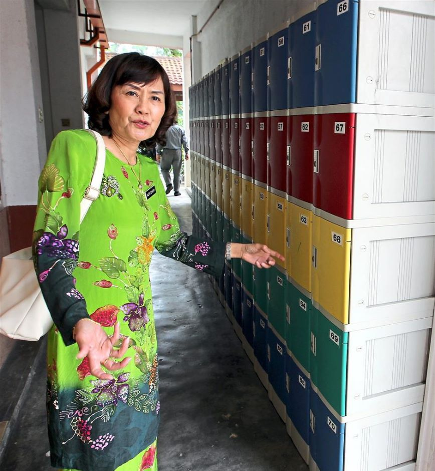 Cheah prepared lockers for the students, lightening their heavy school bags