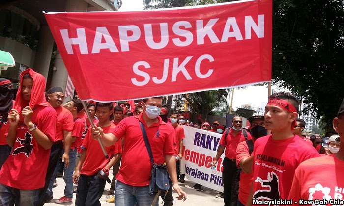 "The ""reds"" holding up a banner that reads: ""Hapuskan SJKC"" (Abolish Chinese Schools) during the Himpunan Rakyat Bersatu, or popularly known as the ""red shirts"" rally that was held during Malaysia Day."