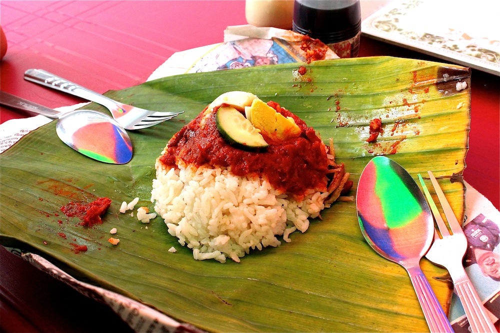 Starting my day with a packet of nasi lemak at the mamak is sometimes what I crave for whenever I'm away. Badly.