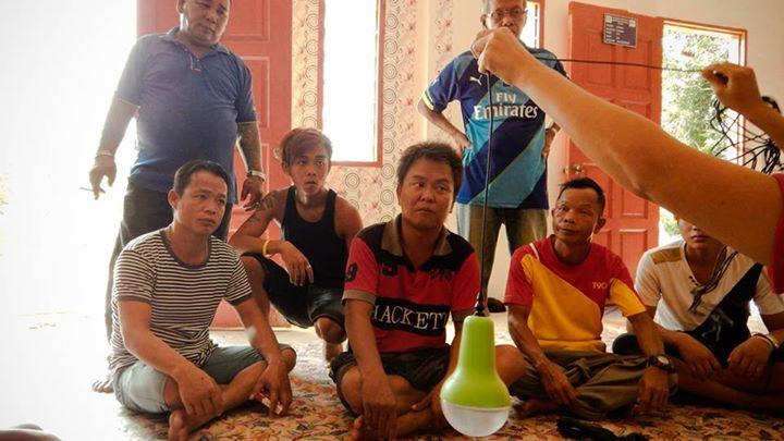 A volunteer explaining the installation process of solar lamps in Sungai Maradong, Bintangor