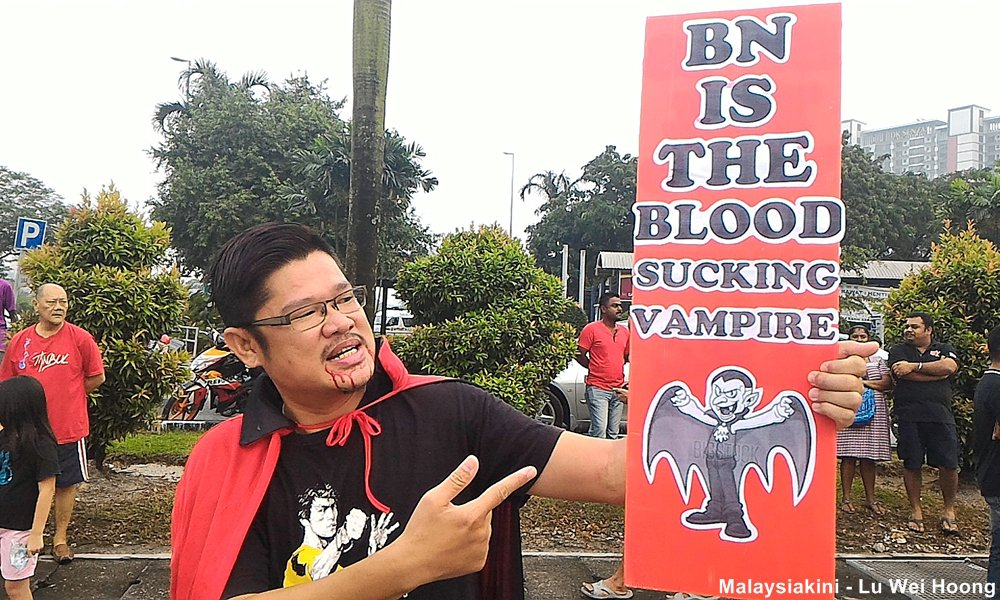 """Count Dracula"" holding a placard that reads, ""BN Is the blood Sucking Vampire"" at the one of the protest held yesterday against the toll hike"