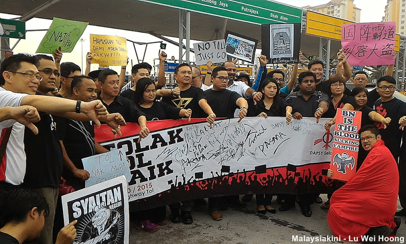 DAP led protesters with various placards protesting the sudden toll hike