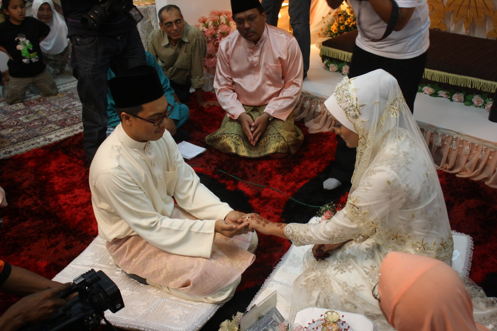 What Should You Do At A Malay Wedding As A Respectful Responsible