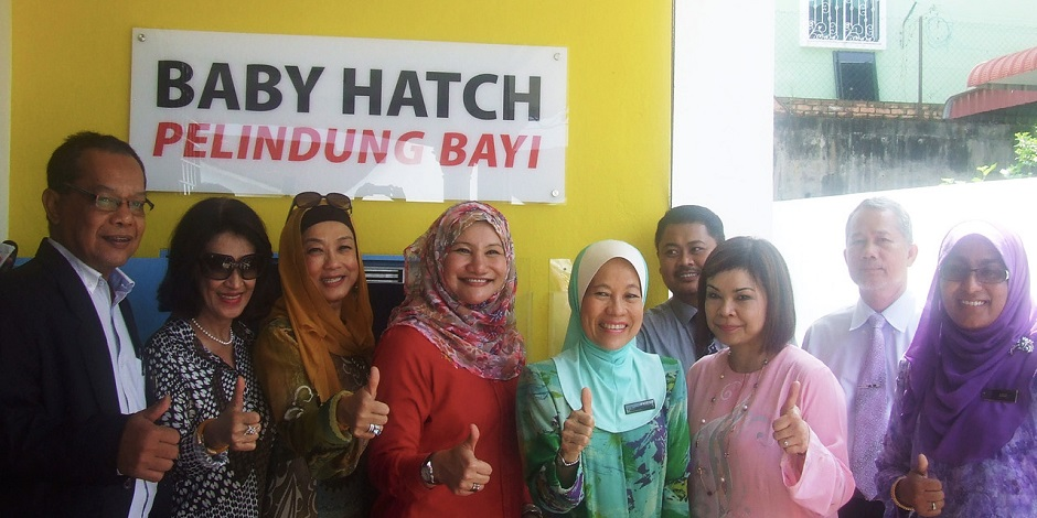 Kedah State Exco member Datuk Suraya Yaacob (fourth from left) with OrphanCARE chairman Tan Sri Faizah Mohd Tahir and agency staff after the launch of OrphanCARE baby hatch in Taman Ria Jaya, Sungai Petani.