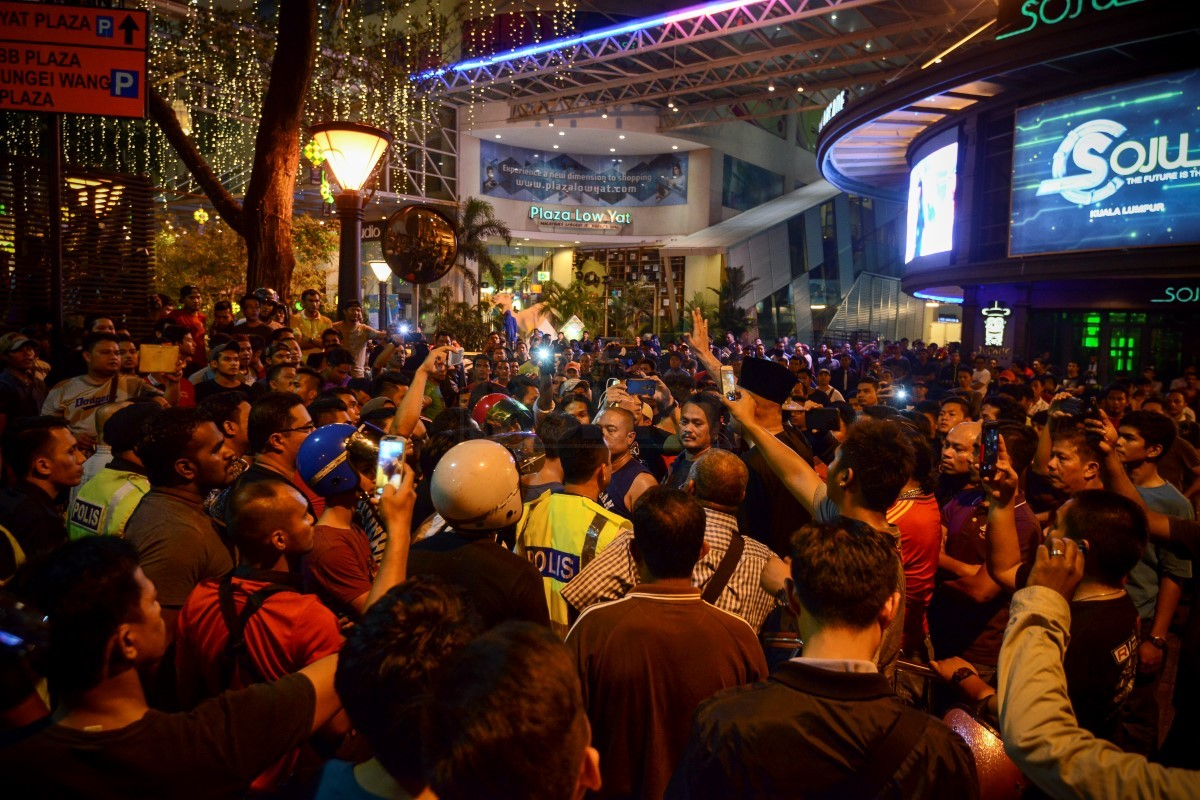 rm70,000 worth of electronics destroyed after a scuffle broke out atthe protest outside the low yat plaza digital mall in jalan bukit bintang, kuala lumpur, was almost turned into a racial riot by some quarters in july