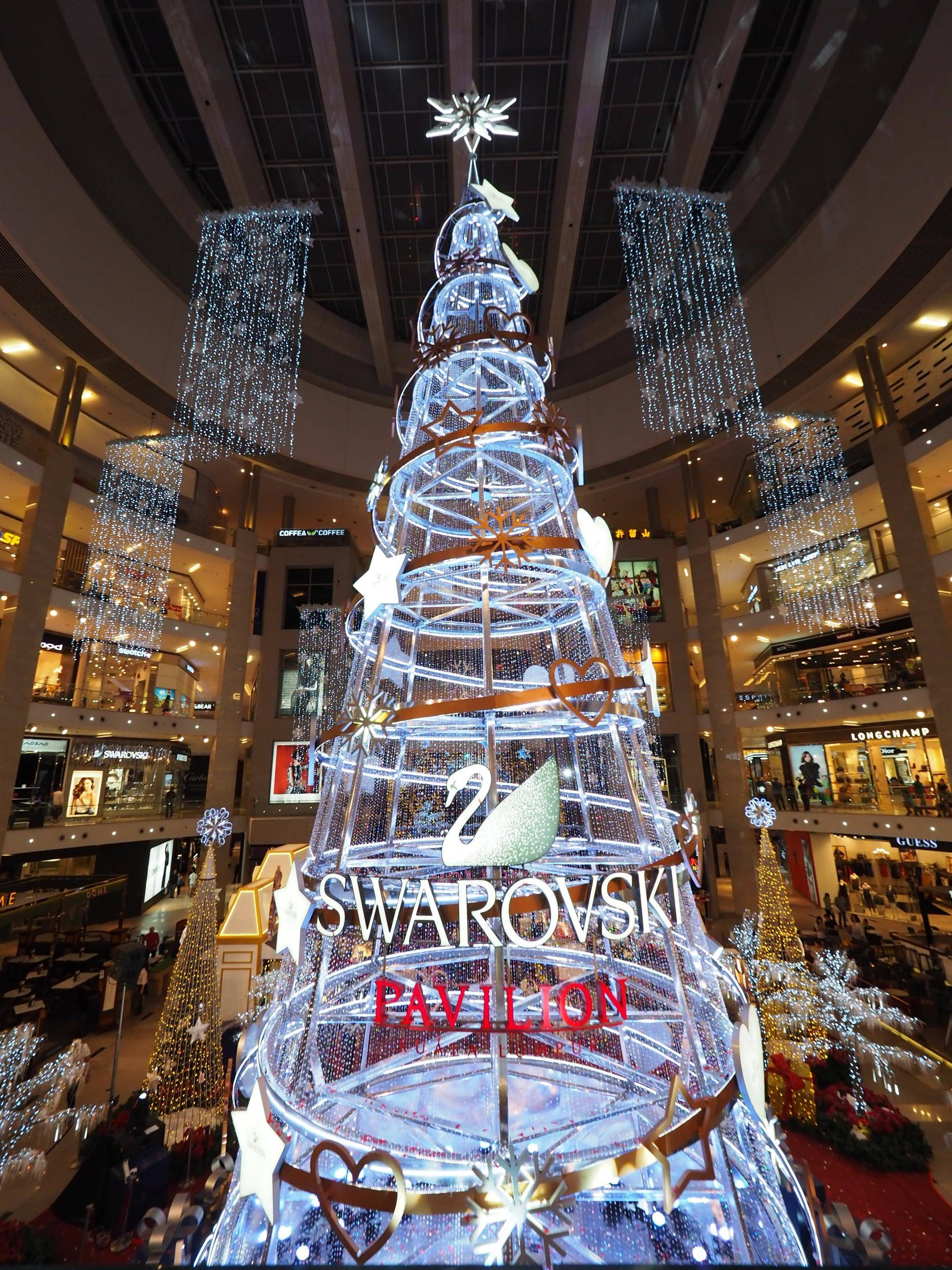 Isma Says Lavish Christmas Trees In Malls Prove Malaysian