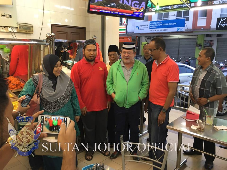The ruler, who was dressed casually in a light green hooded sweater, was seen having his meal at Restoran Syed Ali during his visit to the Mersing district on January 3.