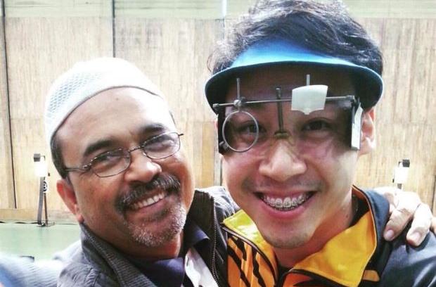 Johnathan Wong with his coach Hashim Desa