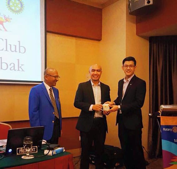 Nicky receiving an appreciation from Rotary Club KL.